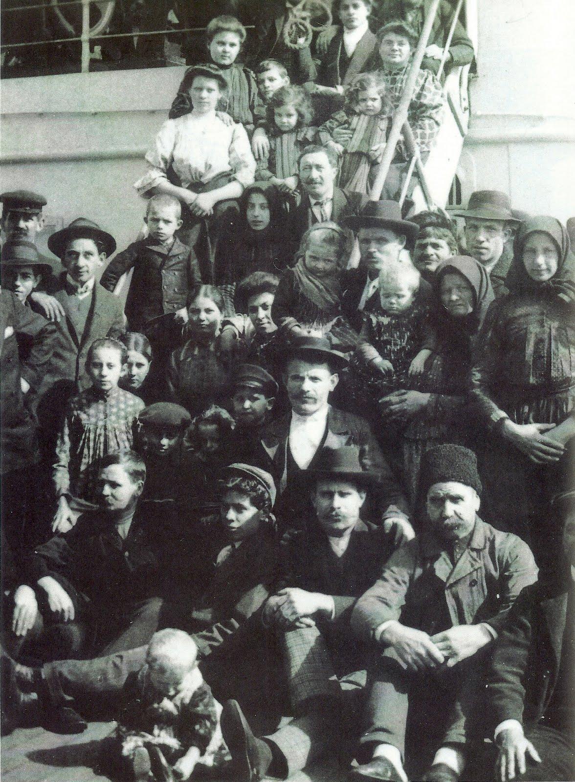 Lewis Hine - Ellis Island 14