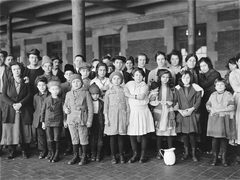 Lewis Hine - Ellis Island 6